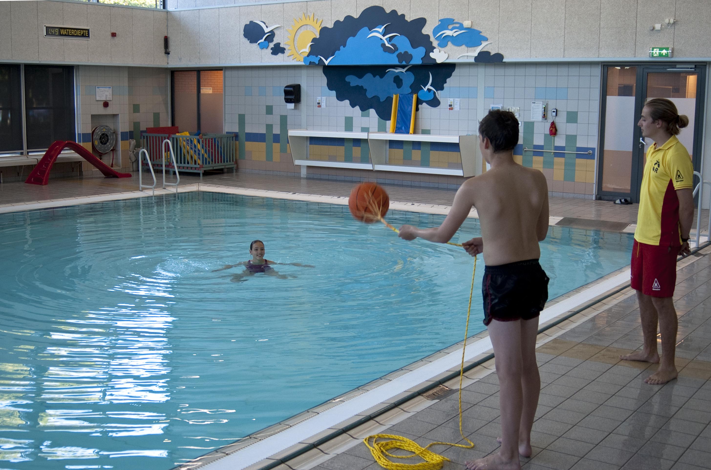 Reddingsbrigade IJmuiden zwemles tot Lifesaver