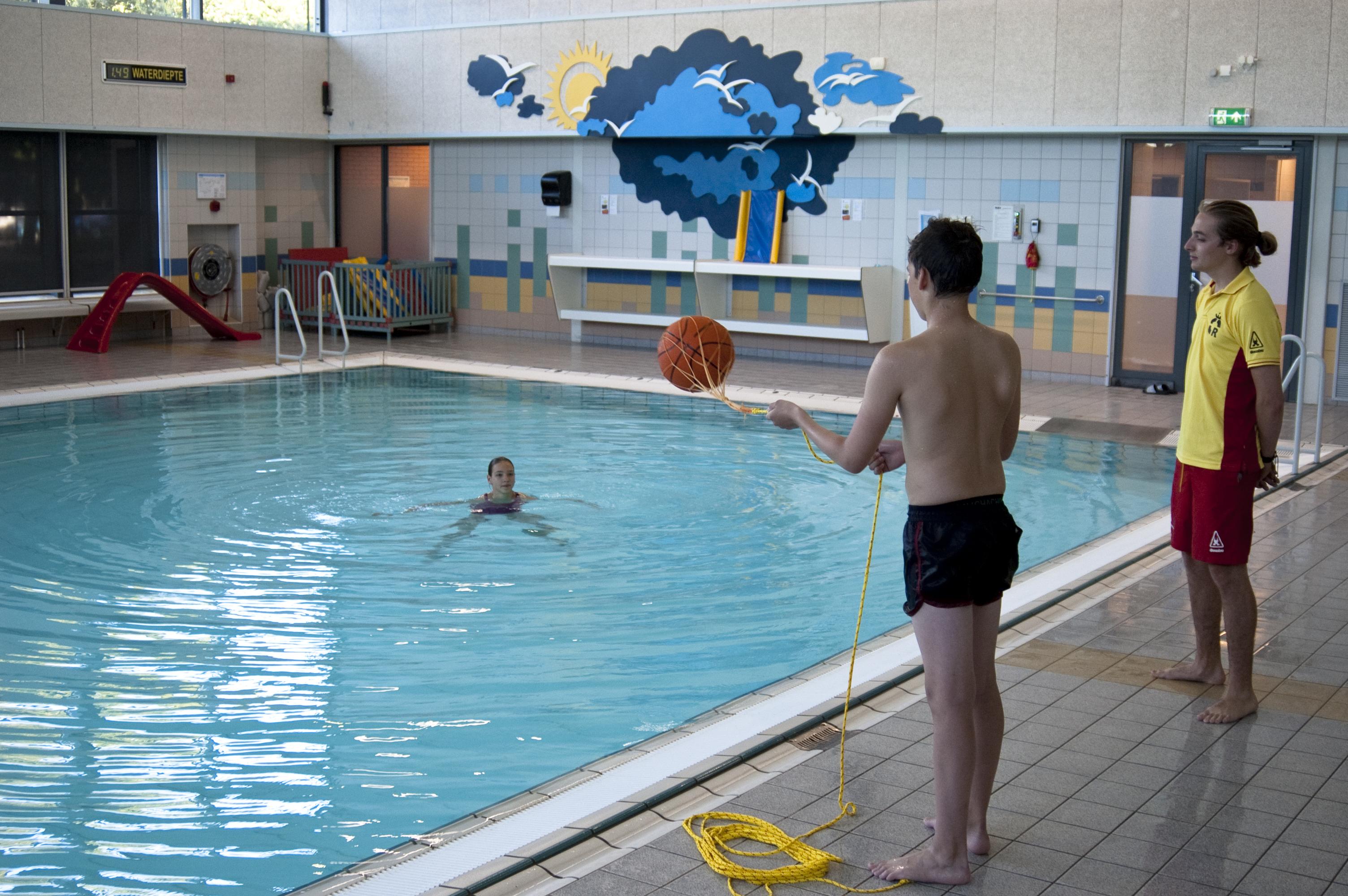 Zwemmen bij de IJmuider Reddingsbrigade - Lifeguard in opleiding - Zwemmen na je ABC-diploma's
