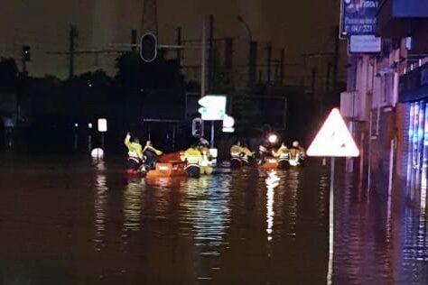 Watersnoodramp Luik. Reddingsbrigade van Nationale Reddingsvloot